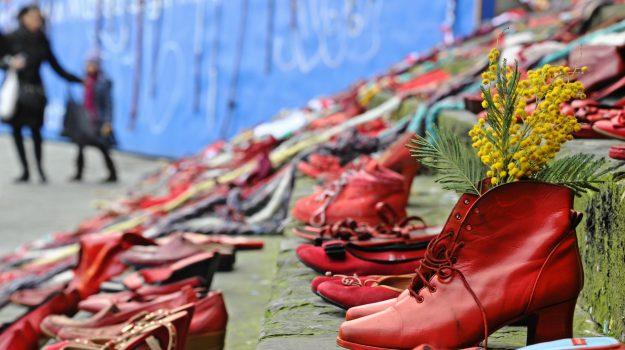 femminicidio, scarpe rosse, violenza sulle donne, Sicilia, Società