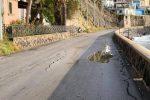 Strada lesionata a Lipari per le mareggiate: chiusa al traffico