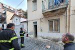 Messina, cani e gatti in casa da una settimana senza cibo e acqua: salvati dai pompieri