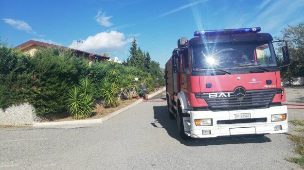 incendio, roseto capo spulico, Cosenza, Calabria, Cronaca