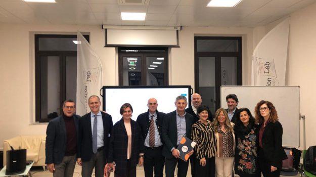 Dario Cera, Giovanni Lo Faro, Massimo Plescia, Sicilia, Economia