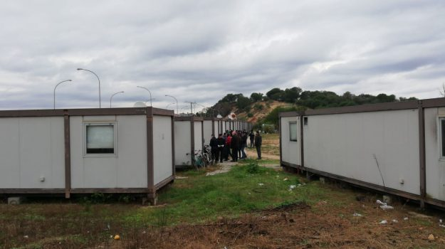 campo migranti, container, Reggio, Calabria, Cronaca