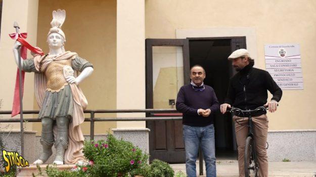'ndrangheta, guardavalle, striscia la notizia, tv, Giuseppe Ussia, Vittorio Brumotti, Catanzaro, Calabria, Cronaca