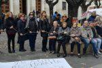 Protesta dei lavoratori Coopservice e Multiservice: si incatenano a Cosenza