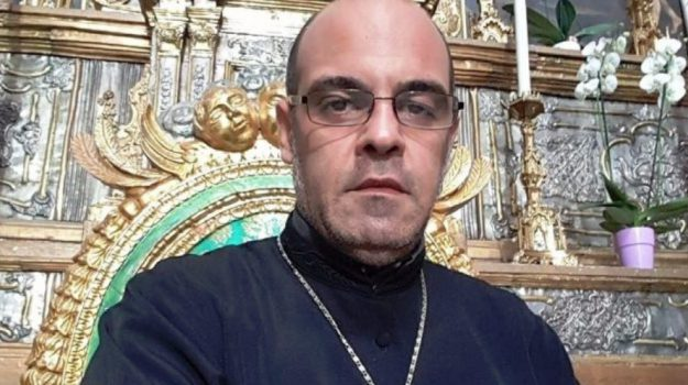 minacce, noto, sacerdote, Corrado Puliatti, Sicilia, Cronaca