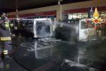 Lamezia, il minibus dei tifosi della Reggina va a fuoco: distrutta anche un'auto