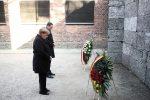 """Prima visita ad Auschwitz per Angela Merkel: """"Mai dimenticare"""""""