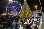 """Messina si accende per il Natale: un grande albero e il """"villaggio"""" a piazza Cairoli"""