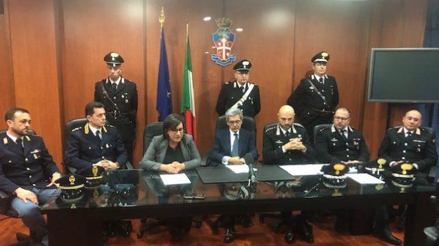 bisignano, truffa, Luca Meringolo, Mario Meringolo, Simona Rago, Vincenzo Naccarato, Cosenza, Calabria, Cronaca