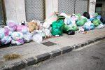 Emergenza rifiuti a Cosenza, stop alla raccolta: da venerdì cumuli anche in provincia - Foto