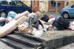 Emergenza rifiuti a Cosenza, raccolta al rallentatore e discariche a volontà