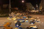 Ritardi nella raccolta a Reggio, rifiuti gettati per strada per protesta ad Arghillà Nord