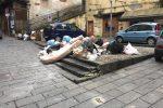 A Cosenza continua l'emergenza rifiuti, in centro situazione critica