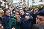 Salvini inaugura la sede della Lega a Vibo tra applausi e fischi
