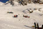 Valanga in Val Senales, travolto un gruppo di sciatori: tra le vittime due bimbe