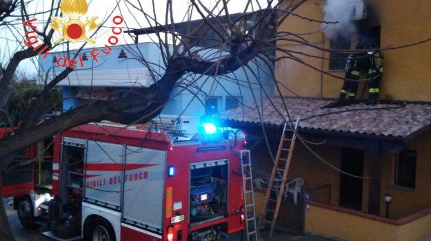incendio, san sostene, Catanzaro, Calabria, Cronaca