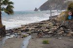 Mareggiate provocano danni nei borghi di Lipari, ripresi i collegamenti navali