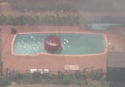 Australia: gli elicotteri usano l'acqua delle piscine per spegnere gli incendi Lo stato più popoloso dell'Australia, il Nuovo Galles del Sud, ha dichiarato lo stato di emergenza a causa dei devastanti incendi boschivi - CorriereTV