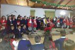 """Serra San Bruno, gli alunni della scuola primaria """"Tedeschi"""" augurano buone feste con i canti natalizi"""
