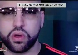 Camorra e showbiz, Niko Pandetta: «La mafia non esiste» L'intervista al cantante neomelodico catanese a «Non è l'Arena» - Corriere Tv