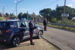 Incendia la casa dopo le minacce alla madre disabile, arrestato 51enne a Cassano