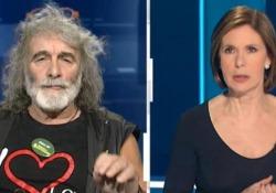 Corona show a Cartabianca: «Risparmi sotto il materasso, non in banca» L'ospite fisso della Berlinguer scherza sul black friday - Ansa
