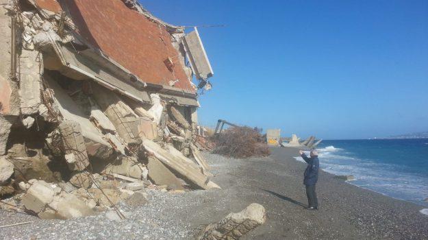 crollo, litorale, mareggiate, palazzina, Ciccio Gallo, Messina, Sicilia, Cronaca