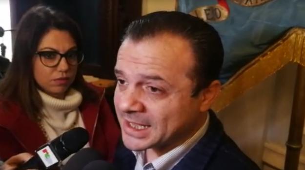 consiglieri, consiglio comunale, sindaco, Cateno De Luca, Messina, Sicilia, Politica