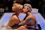 """Chiara Ferragni e Fedez di nuovo nudi in vasca, il dubbio dei fan: """"Ma le foto chi le fa?"""""""