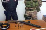 Controlli a Reggio nel weekend dell'Immacolata, carabinieri trovano fucile in un campo