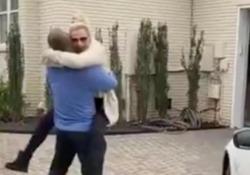Ha smesso di fumare da due anni. Ecco cosa la star del baseball ha regalato alla madre Josh Donaldson ha regalato alla madre una Maserati da 107.000 dollari - CorriereTV