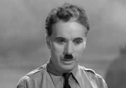 """Il 25 dicembre 1977 moriva Charlie Chaplin Celebre il suo «discorso all'umanità», immortalato nel capolavoro """"il grande dittatore"""" - Ansa"""