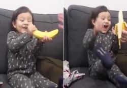 Il papà dà alla figlioletta il «peggior» regalo di Natale. Ecco la reazione (meravigliosa) della piccola Il genitore della California aveva escogitato uno scherzo per la figlia Aria - CorriereTV