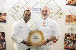 Lo chef Pasquale Caliri con il suo sous chef Anoj Sandaruwan (foto Sonia Andaloro)