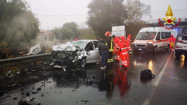 crotone, incidente, statale 107, Catanzaro, Calabria, Cronaca