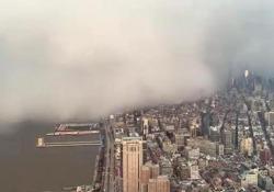 La tempesta di neve avvolge i grattacieli di New York in pochi minuti Contrariamente alle aspettative, sulla metropoli è sceso meno di un centimetro di neve - CorriereTV