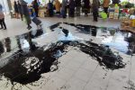 Tropea, olio esausto versato sul pavimento del mercato: disagi per i commercianti