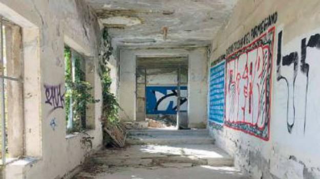crollo, ospedale vecchio, rischio, Catanzaro, Calabria, Cronaca