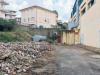 Rifiuti e degrado, il vecchio palasport di Borgia trasformato in discarica