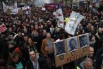 Proteste in Francia, sabotata la rete elettrica: Parigi resta al buio
