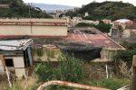Abusivismo, rifiuti e furto di elettricità: area sequestrata a Messina - Foto