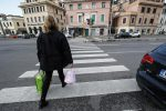 Investe pedone a Catanzaro e fugge, denunciata 28enne di Brindisi