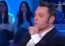 Tiziano Ferro commosso in tv: «Così ho conosciuto mio marito e così mi ha chiesto di sposarlo» Il cantante commosso a Domenica In - Corriere Tv