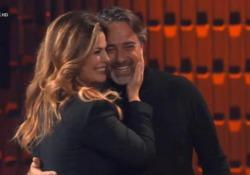 Vanessa Incontrada chiama il marito sul palco: «Mi disse di sorridere dei miei difetti» Durante puntata dello show con Gigi D'Alessio - Ansa
