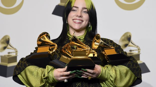Billie Eilish fa la storia ai Grammy Awards: la cantautrice 18enne trionfa in 5 categorie