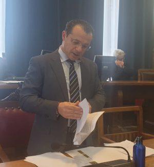 Cateno De Luca in Consiglio comunale