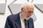 Cancellature e versi poetici, il nuovo libro del barcellonese Emilio Isgrò