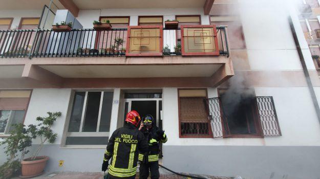 incendio, via consolare pompea, Antonio Mazziotti, Messina, Sicilia, Cronaca