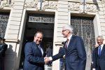 Il Prefetto di Reggio Calabria Massimo Mariani accoglie il segretario generale di Interpol Jurgen Stock. A destra il vice capo della Polizia Vittorio Rizzi (Foto Attilio Morabito)