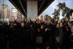 """Proteste in Iran, la polizia spari sui manifestanti. Trump: """"Basta massacri"""""""